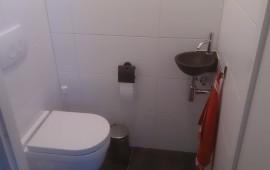 Toilet renovatie duin installatietechniek - Zwart wit toilet ...
